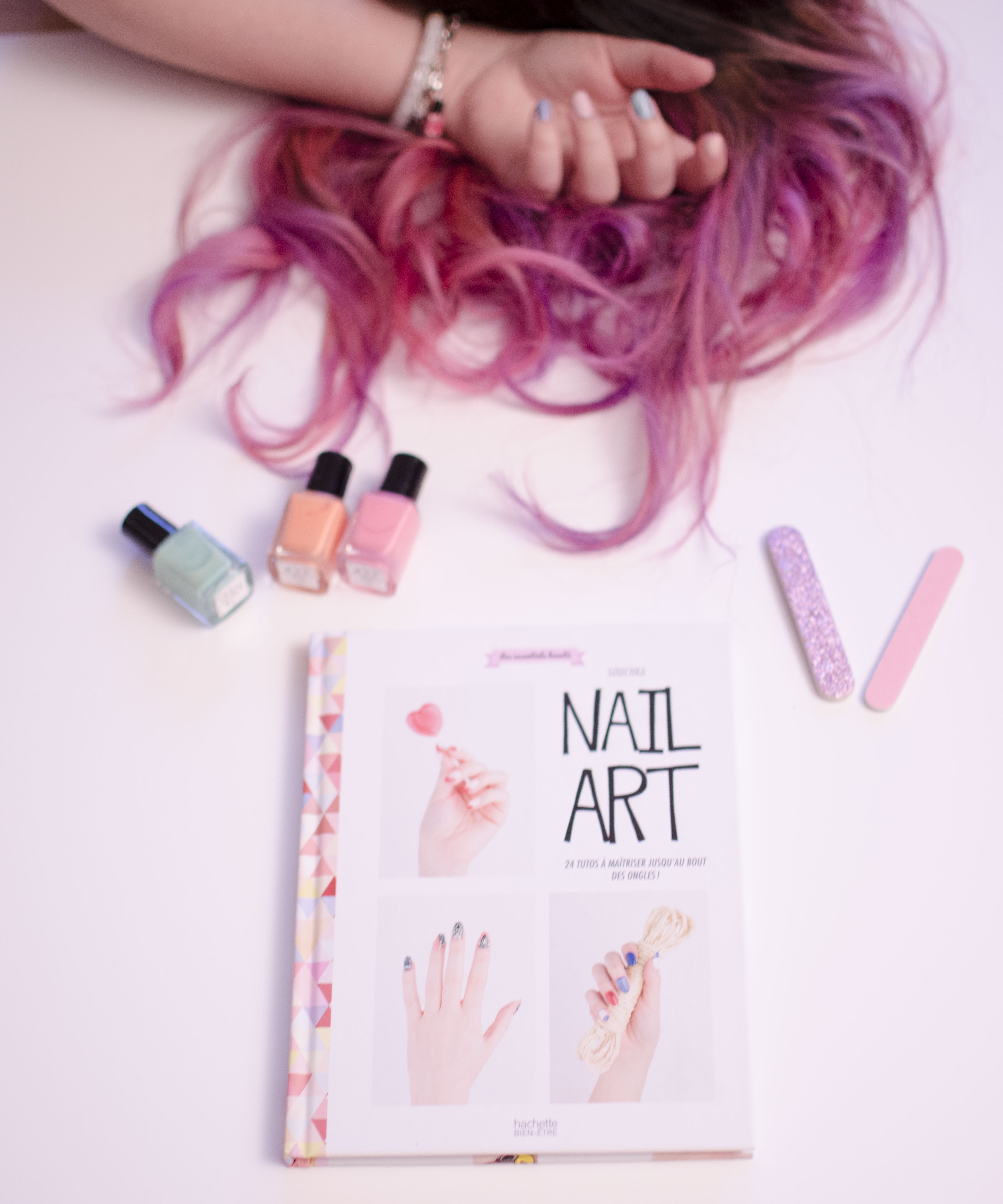 nail art souchka book pink hair