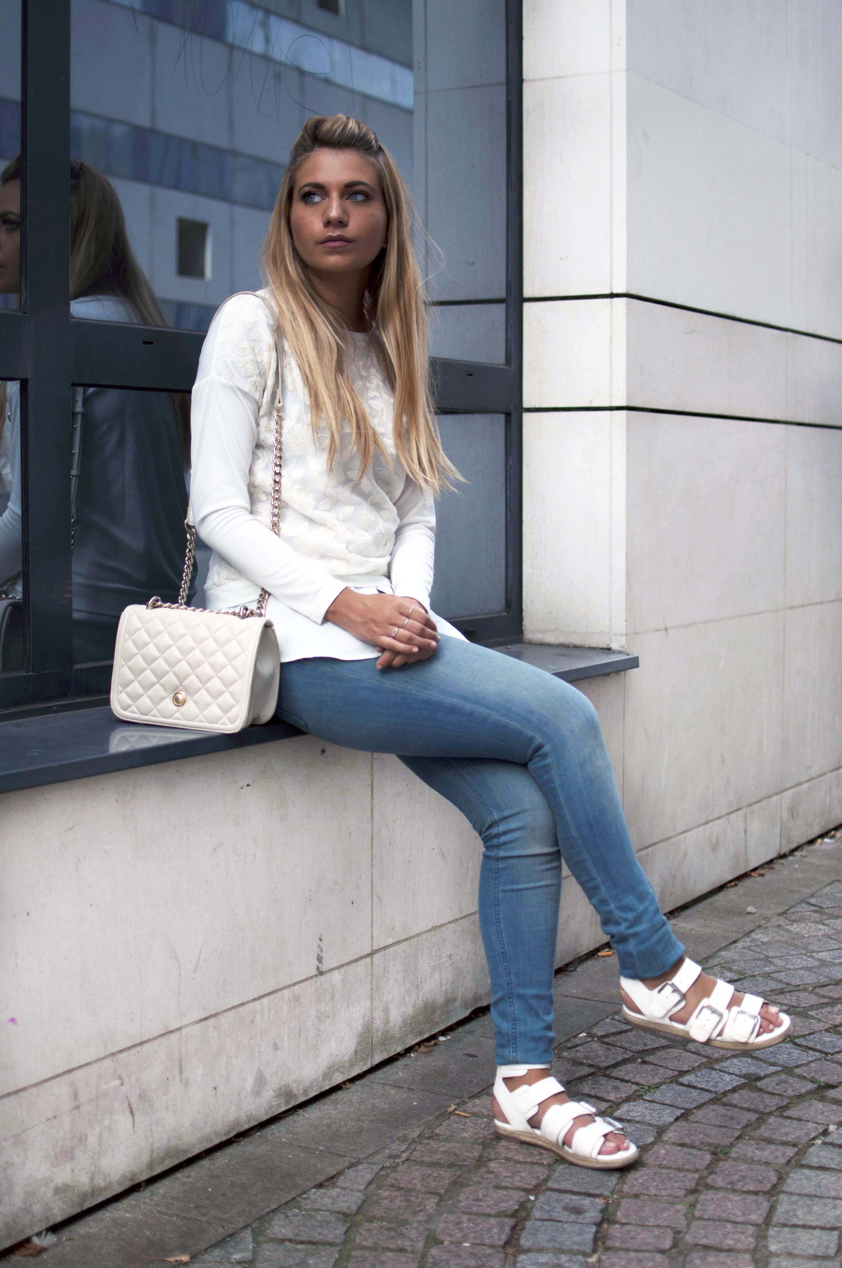 ootd-blond-kylie-jenner-kendall-shoes